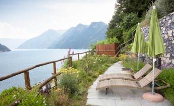 giardino pensile su lago
